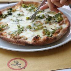 pizza broccolona broccoli e salsiccia