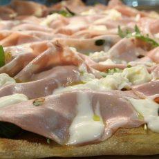 pizza mortadella, stracchino e rucola